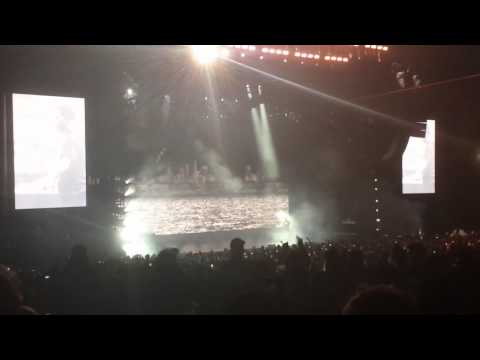 Drizzy Hits The Stage For 'Drake vs Lil Wayne' In Chicago