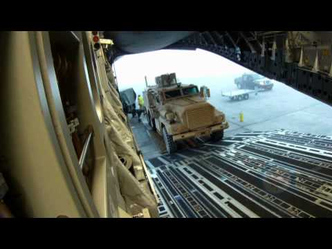 RCAF - Globemaster offloading in Cyprus