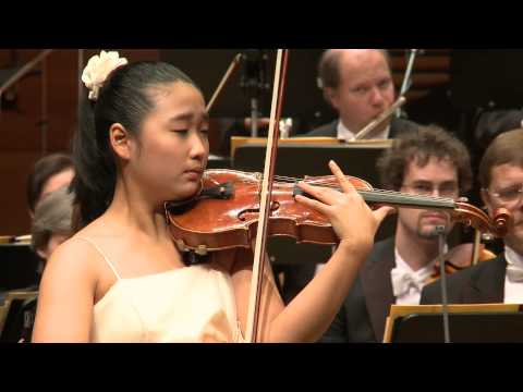 Sueye Park performs Saint-Saens' Introduction et Rondo capriccioso