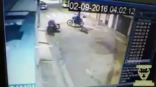 Video Armed Motorcyclist Makes Muggers Regret Their Choice of Victim | Active Self Protection download MP3, 3GP, MP4, WEBM, AVI, FLV Agustus 2017