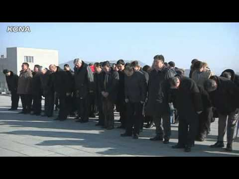 Participants in International Railways Meeting Pay Respects to Kim Il Sung