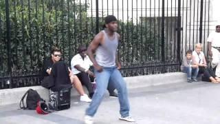 Paryż taniec na ulicy