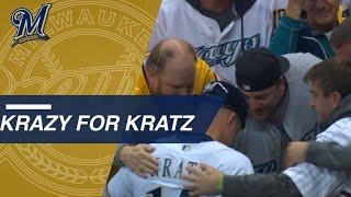 NLCS Gm6: Kratz hugs fans who rock his past jerseys