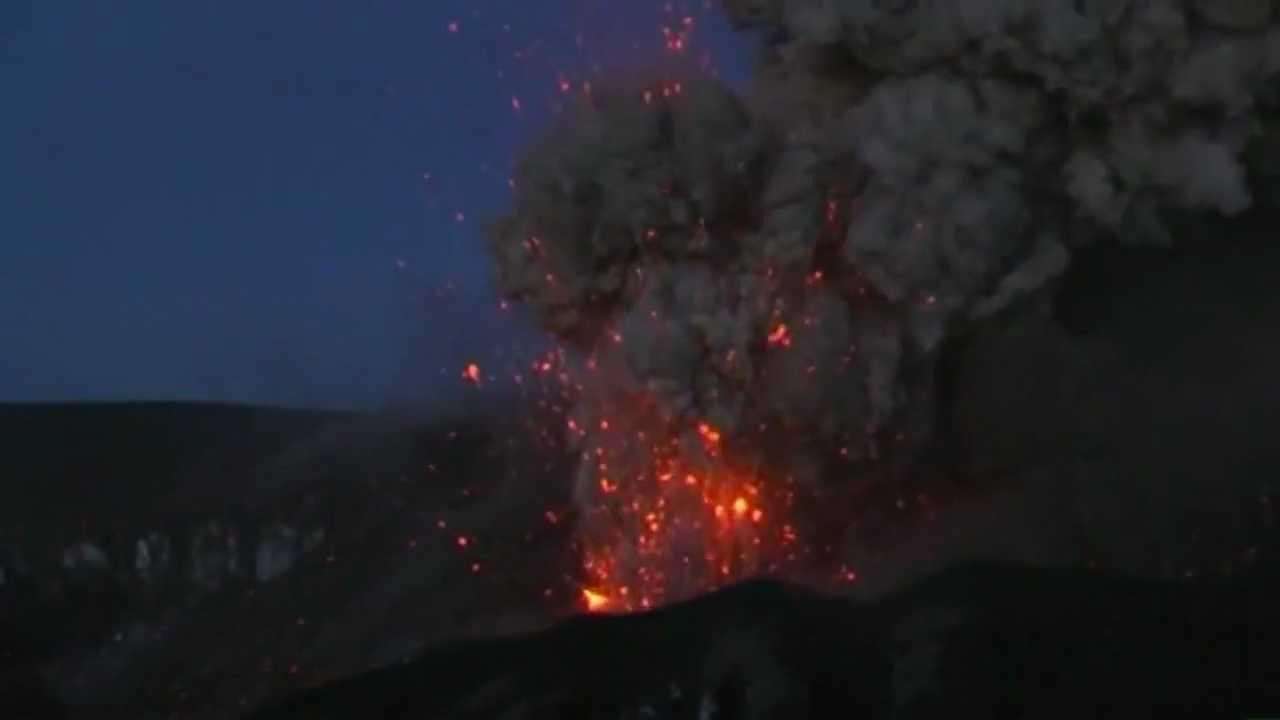 compilation de l 39 eruption de l 39 eyjafjallaj kull eyjafjoll en 2010 volcan islande youtube. Black Bedroom Furniture Sets. Home Design Ideas