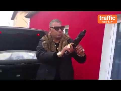Мъж от Пазарджик се хвали с цял арсенал