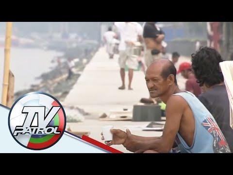 Ilang residente sa paligid ng Manila Bay may agam-agam sa 'white sand' project | TV Patrol