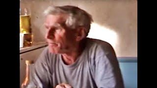 Стишки с матом, мужик поет задушевные матерные частушки под гармошку