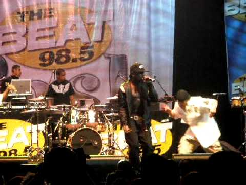 Lloyd - All Around the World (live)