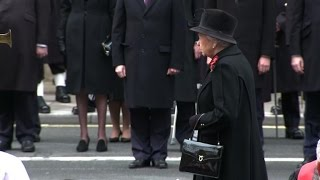 Queen leads Britain in tribute to World War I dead