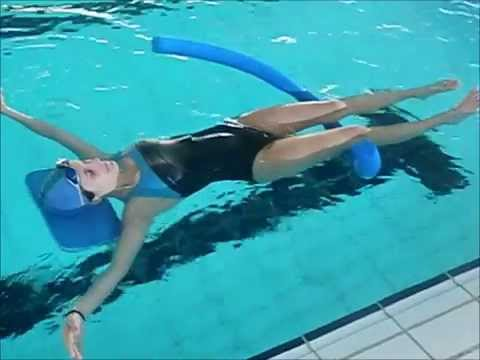 Ejercicios flotacion y giros youtube for Ejercicios en la piscina