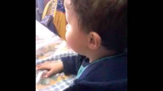 Download Video Hola lobitos:aqui esta mi primo viendo la tele♥ MP3 3GP MP4
