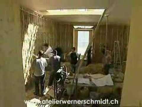 Aufbau des Strohballenhauses Fam. Braun in Disenti...