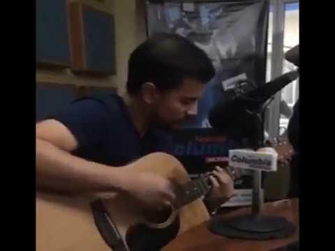 Cantando en vivo en 98.7 FM Radio Columbia