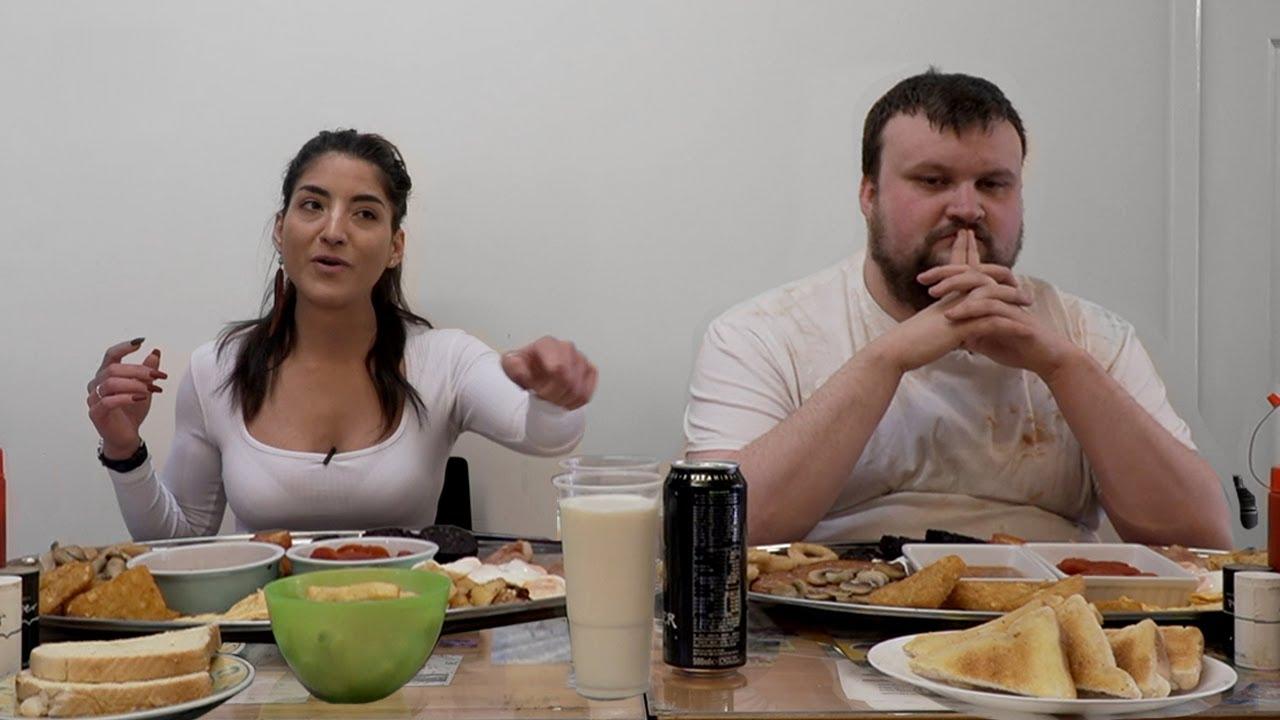 8LB Mega Monster Full English Breakfast challenge || Girl Vs Builder || Corner Cafe || #onthetools