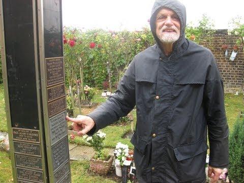 Found the grave of Freddie Mercury 02.26.2013 37