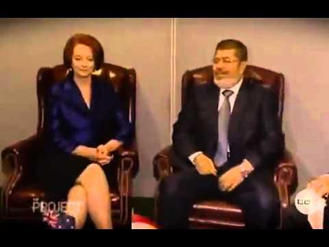 مرسي مش قادر يمسك نفسو مع وحده مش لبسه بنطلون