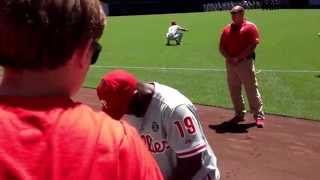 Phillies outfielder Tony Gwynn jr signing autographs!