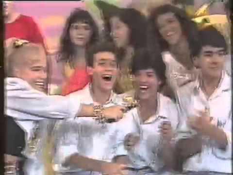 Patricia Marx cantando ''Sonho de Amor'' no Clube da Criança em 1990