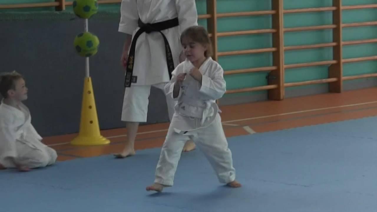 6f0167f206b408 Avviamento allo sport e karate per bambini dai 2 ai 5 anni - YouTube