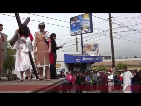 Vía Crucis viviente en la parroquia de San Pedro Apóstol