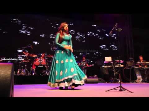 Shreya Ghoshal singing 'Kizhakku Pookkum' song on Bahrain Live Concert  2015