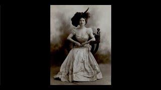 CAROLINE - Stay at home woman / Femme au Foyer