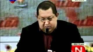Chávez muestra aotros mandatarios el teléfono Vergatario
