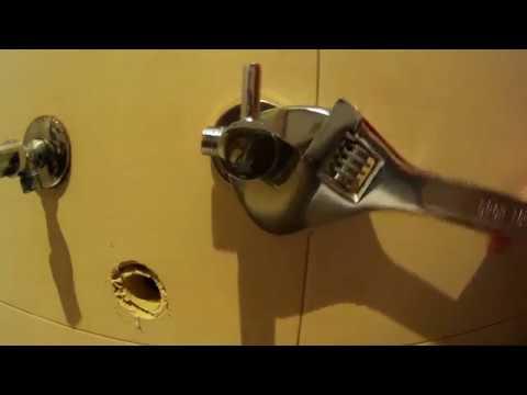 C mo cambiar una llave de paso o escuadra youtube for Cambiar llave de paso empotrada