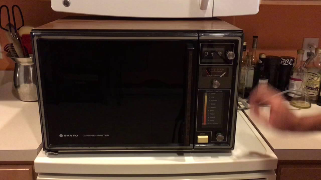 Sanyo Cuisine Master Microwave Oven Em 9004c Vintage 1978