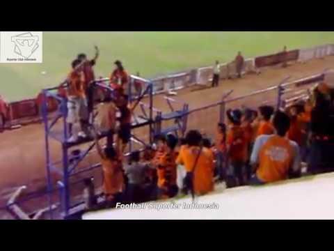 Rivalitas Suporter Jakarta ,The Jak Bertemu NJ Mania Di Dalam Stadion