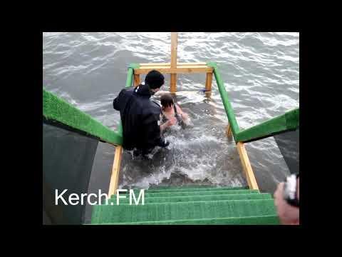 Kerch.FM: Керчане купаются в море на Крещение