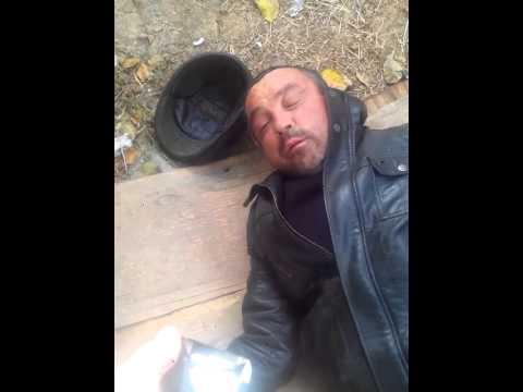 Бомжиха сосет хуй и ругается видео фото риты