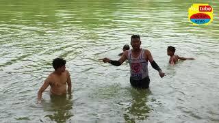जोरदार छलांग लगाते  बच्चे पूरे होसले के साथ !! Desi dive in pond