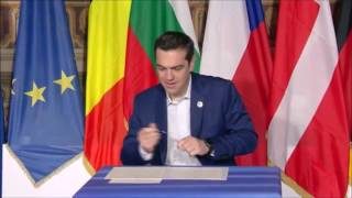 Greek PM Urged to Smile as He Signs Declaration of Commitment to the EU