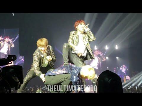 180923 Attack on Bangtan Medley @ BTS 방탄소년단 Love Yourself Tour in Hamilton Fancam 직캠