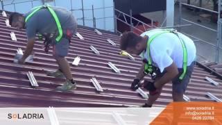 Installazione di un impianto fotovoltaico integrato(http://bit.ly/Richiedi-Preventivo-Gratis - Oggi mostriamo l'installazione di un impianto fotovoltaico integrato sul tetto. I pannelli vengono installati nel giro di mezza ..., 2016-10-06T07:00:03.000Z)