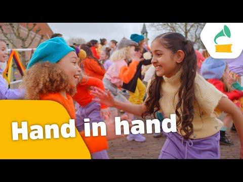 Kinderen voor Kinderen - Hand in hand (Officiële videoclip)