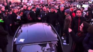 Deux Papy Charlie en Fiat 500 perdus dans la Marche Républicaine . Paris/France - 11 Janvier 2015