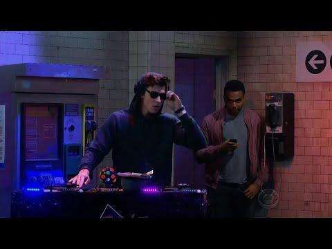 Shawn Mendes aka DJ Stitches 🤘🏼🎸🎶🎧