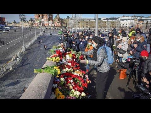 روسيا.. المئات يحيّون الذكرى السادسة لمقتل المعارض نمتسوف