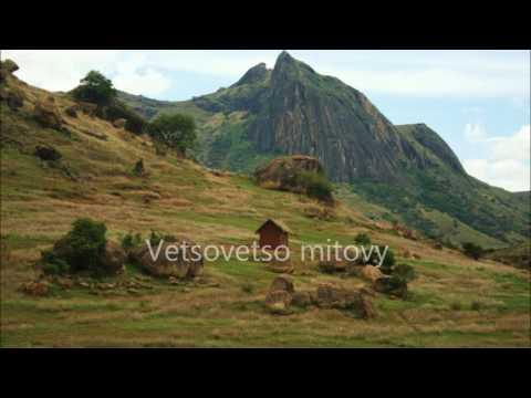 Naly Rakotofiringa := Mba tsiditsidiho (lyrics)