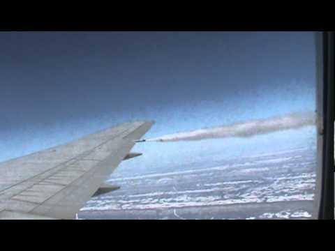 Aviao liberando combustivel