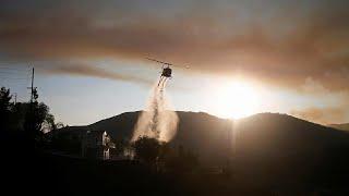 Így töltik fel a kaliforniai tűzoltó helikoptereket