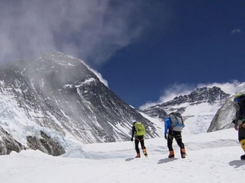 Deadly Everest avalanche: Three guides still missing after disaster