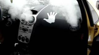 Чистка паром воздуховода в автомобиле