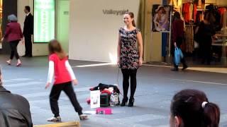 Rebecca Nelson busking in Sydney