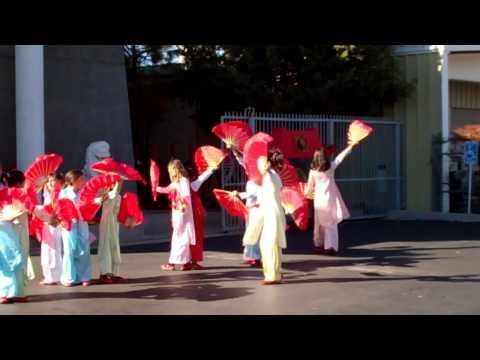 Children's Chinese New Year Fan Dance