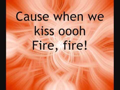 Glee - Fire  LYRICS ON SCREEN