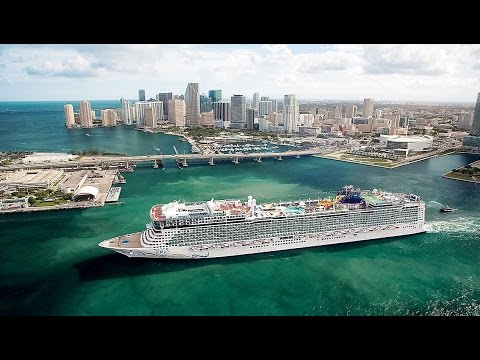 Miami Bay From The Sky - 4K - DJI Phantom 4 - Bayfront Park Amphitheater