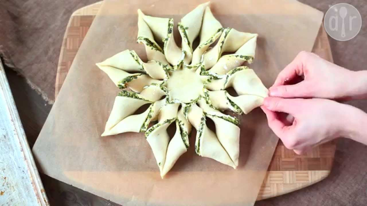 Torta Salata Stella Di Natale.Stella Di Pasta Sfoglia Alla Ricotta E Pesto Videoricetta Antipasti Facili E Veloci